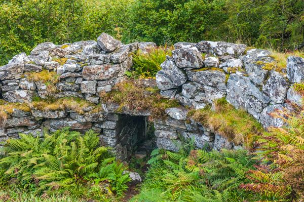 Totaig Broch photo, The entrance from inside the broch