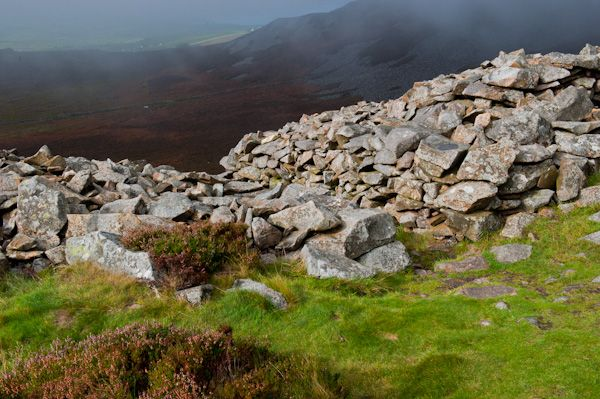 Tre'r Ceiri Hillfort photo, Encircling drystone wall