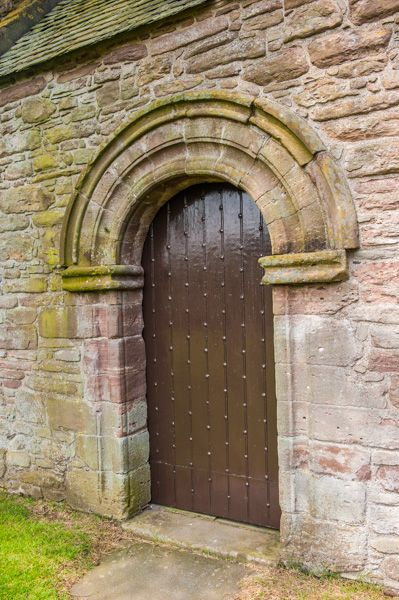 Tullibardine Chapel photo, The south doorway