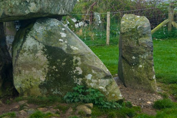 Ty Newydd Burial Chamber photo, A closer view