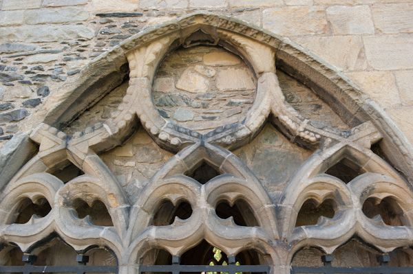 Valle Crucis Abbey photo, Chapter house tracery