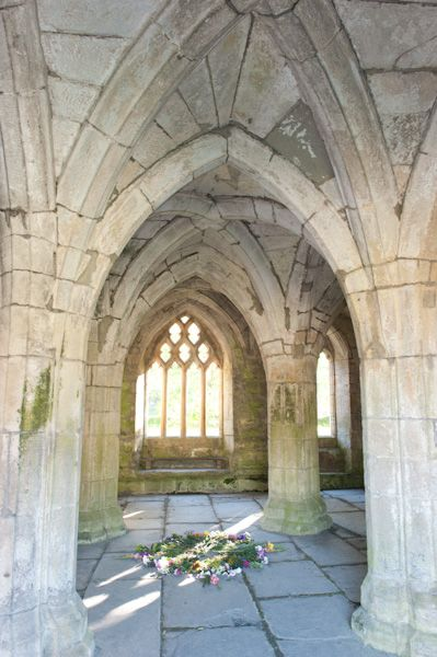 Valle Crucis Abbey photo, Chapter house 3