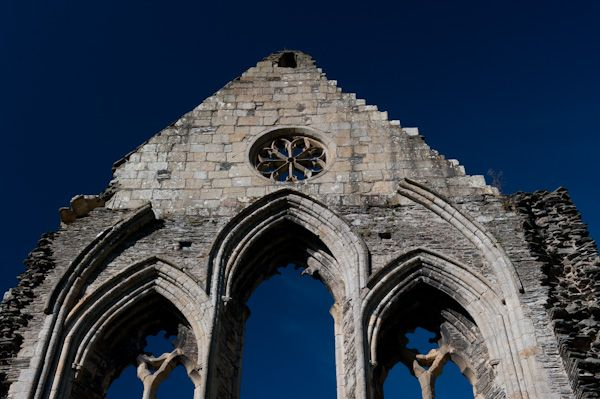 Valle Crucis Abbey photo, West end with rose window