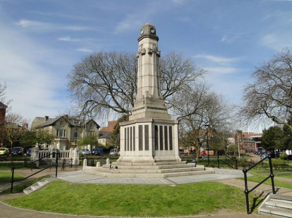 Great Yarmouth photo, World War One memorial (c) Adrian S Pye