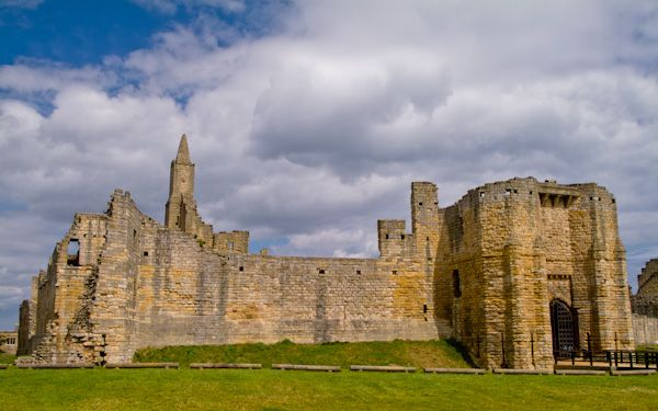 Warkworth Castle photo, The castle walls and moat