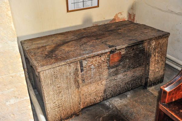 Welford on Avon, St Peter's Church photo, The 17th century wooden chest