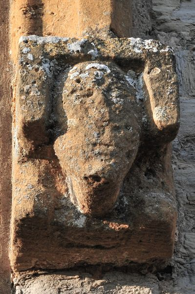 Welford on Avon, St Peter's Church photo, Carved head, south nave wall