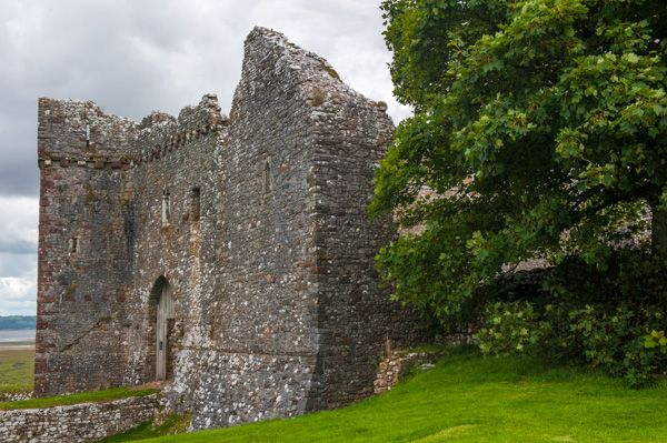 Weobley Castle photo, The 15th century gatehouse