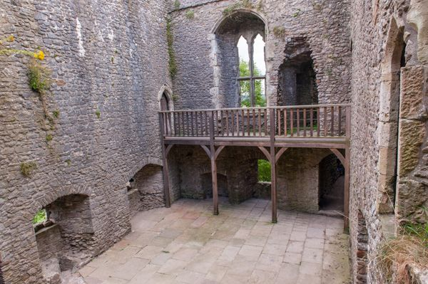 Weobley Castle photo, The east block interior