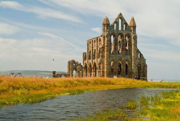Whitby Abbey photo, Approach to the abbey