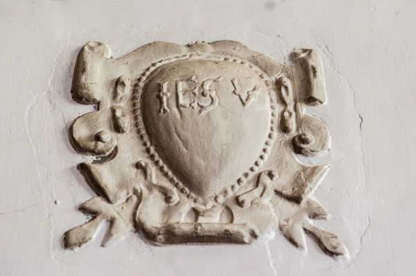 Wilderhope Manor photo, A plasterwork heart crest