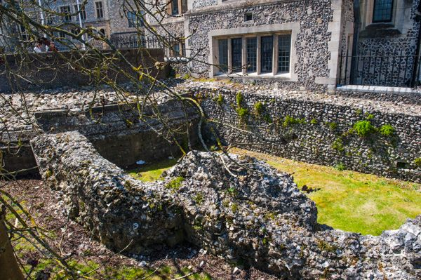 Winchester Castle photo, The castle foundations