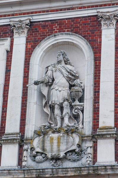 Windsor Guildhall photo, Prince George of Denmark statue