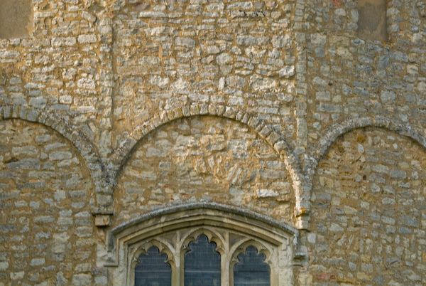 Wing, All Saints photo, Apse arcading