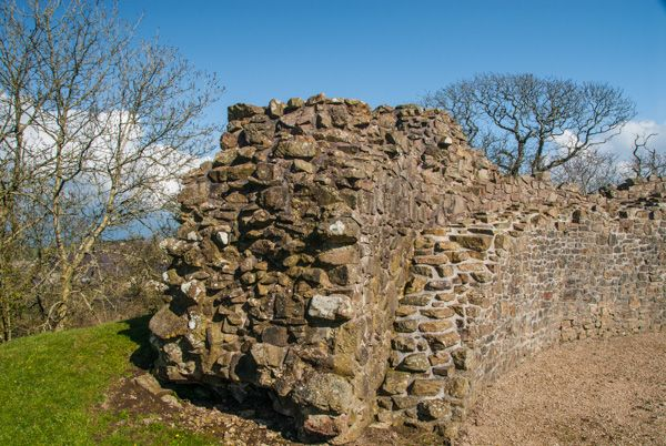 Wiston Castle photo, Ruined wall of the keep