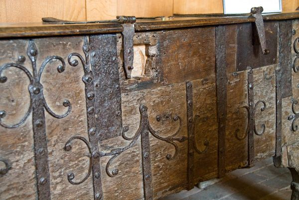 Wootton Wawen, St Peter's Church photo, 13th century chest