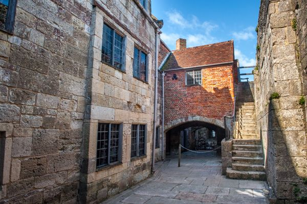 Yarmouth Castle photo, The inner courtyard