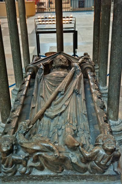 York Minster photo, Tomb of Archbishop Walter de Gray, 13th century