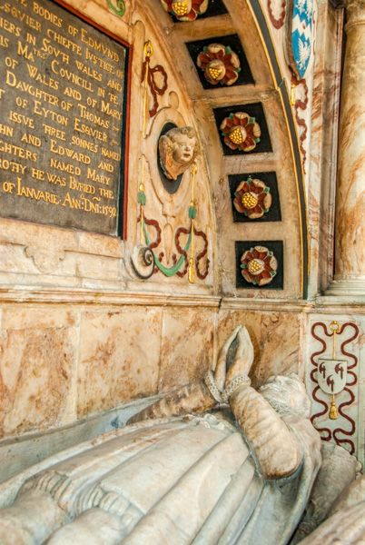 Ludlow, St Laurence Church photo, Edmund Walter memorial, 1592