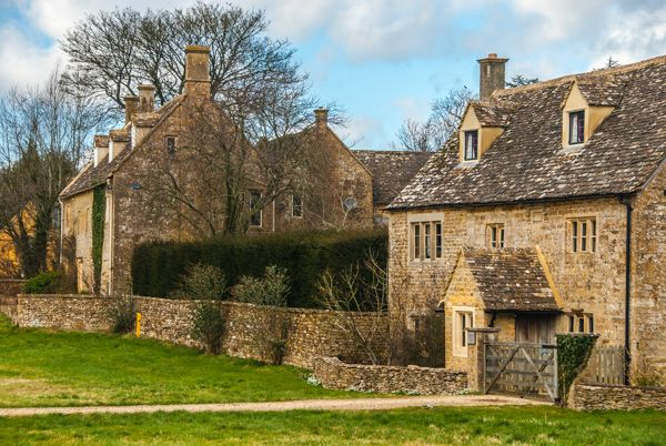 Wyck Rissington photo, Cotswoldd cottages along the green
