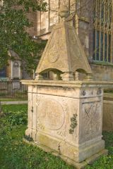 Tetbury, St Mary the Virgin, An unusual pyramidal tomb in the churchyard