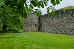 Old Inverlochy Castle, The curtain wall and corner turret