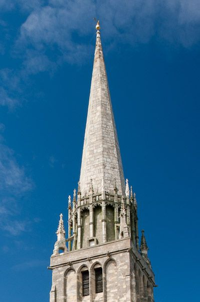Spire definition illustrated dictionary of british for Definition architecture