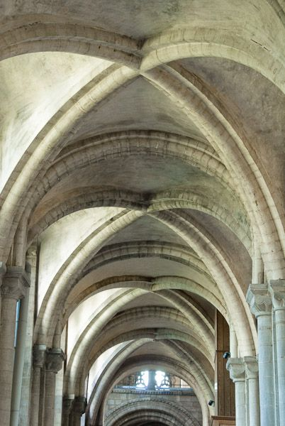 Vaulting definition illustrated dictionary of british for Cathedral ceiling definition