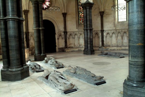 Temple Church photo, Effigies in the nave
