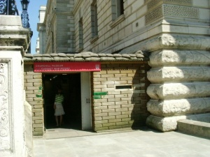Churchill War Rooms entrance (c) Phillip Perry