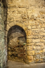 The ghostly niche in the medieval hall