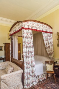 Four-poster bed in a first floor bedroom