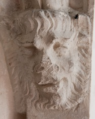 Carved head, Baa tomb recess