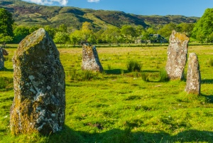 Standing stones on the circle perimiter