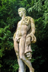 A classical statue in Rousham garden