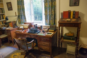 Shaw's desk and typewriter at the ready!