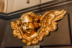 A gilded cherub in the entrance passage