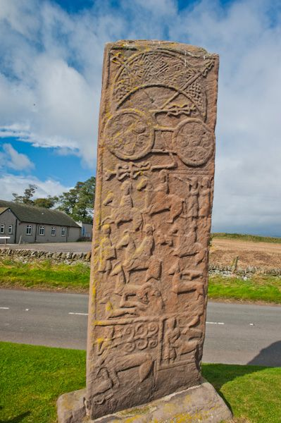 Aberlemno photo, Pictish stone with the schoolhouse beyond