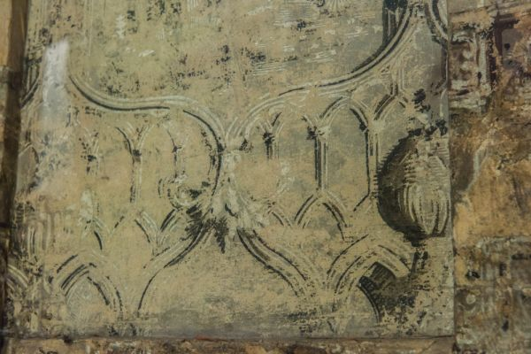 Ancient High House photo, Original 17th century wall paper on the stairwell