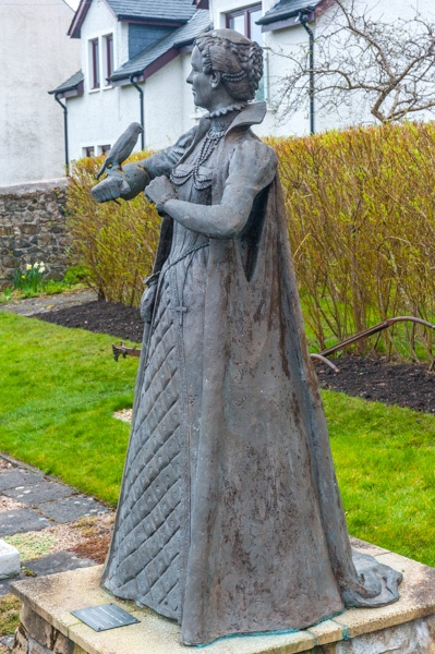 Mary, Queen of Scots statue at Annet House