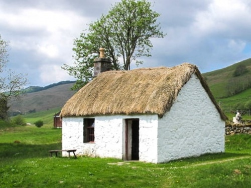 Thatched cottage in Auchindrain (c) David Hawgood