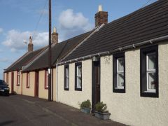 A row of traditional cottages  (c) Colin Smith