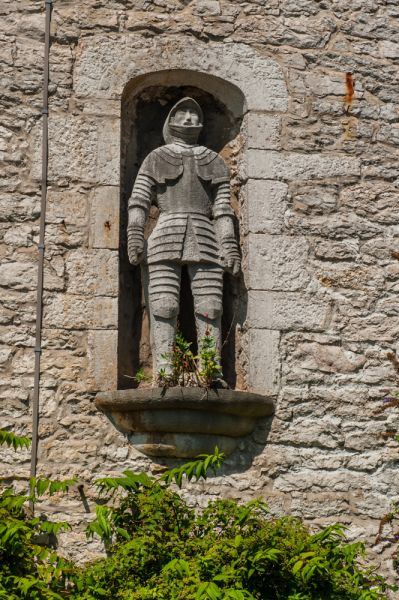 Bodelwyddan Castle photo, 1840s statue of a knight set into a niche