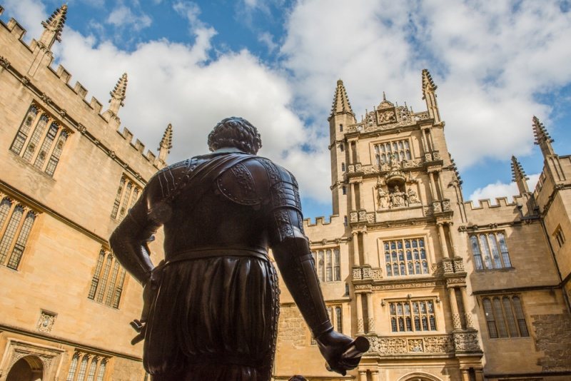 Earl of Pembroke statue in front of the Bodleian Library