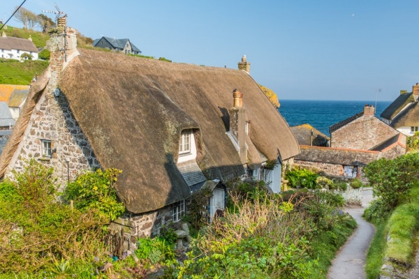 A thatched cottage on the path to the harbour