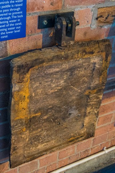 London Canal Museum photo, A Regent's Canal lock paddle
