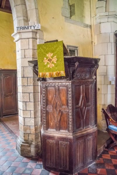 Chilbolton, St Mary-the-Less Church photo, The early 17th century pulpit