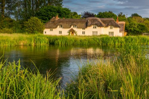 Thatched cottage on the River Test at Chilbolton