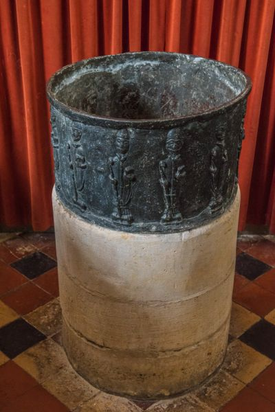 Childrey, St Mary's Church photo, The unusual lead font
