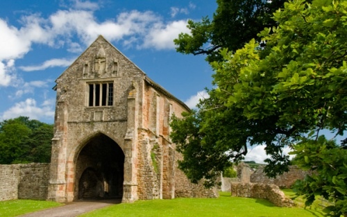 Cleeee Abbey's 13th-century gatehouse